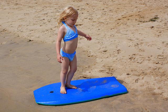 girl_surfboard