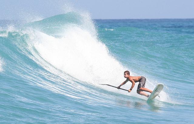 Kid_surfing