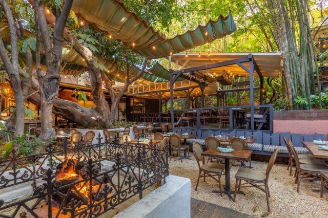 outdoor dining with kids in los angeles