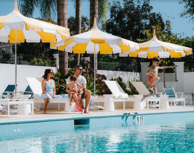 kid splashing pool vacation labor day getaway los angeles