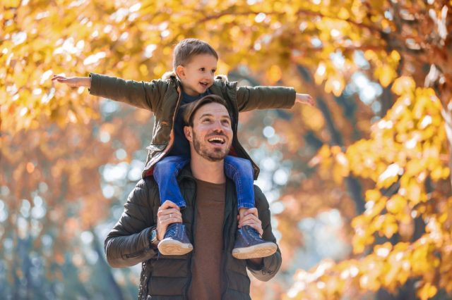 Fall Bucket List! 25 Can't Miss Things to Do with Kids